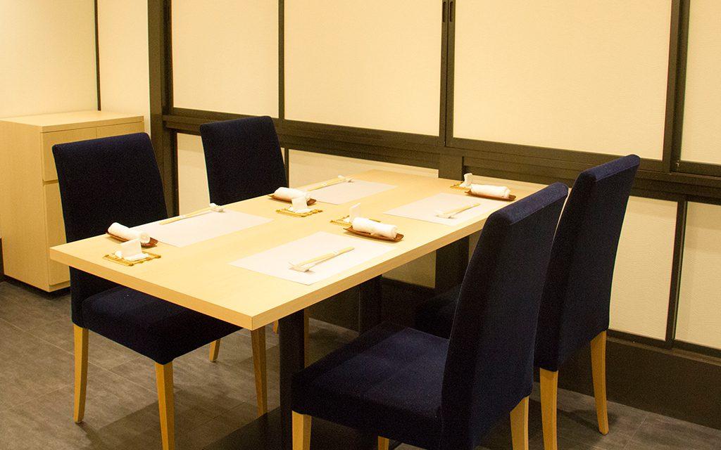 新潟 古町 鮨はたけやま 店内 テーブル席